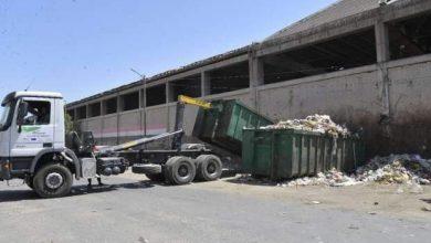 صورة 112 حاوية و3 مكابس لرفع المخلفات والقمامة من شوارع وميادين أسيوط
