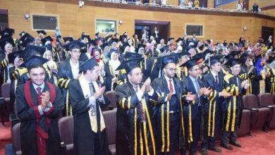 صورة رئيس جامعة سوهاج يشهد تخرج الدفعة الثالثة من كلية الصيدلة