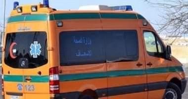 صورة إصابة 6 أشخاص فى تصادم سيارتين على الطريق الصحراوي بقنا