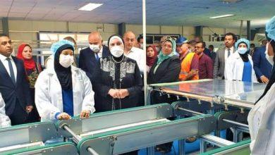 صورة وزيرة التجارة والصناعة تتفقد 3 مصانع بمنطقة قفط الصناعية بمحافظة قنا