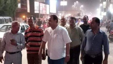 """صورة """"السايس"""" يقود حملة مسـائية لإزالة الاشغالات بمدينة ملوى"""