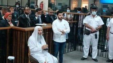 صورة الشيخ محمد حسان يلقي بشهادتة اليوم إمام المحكمة في القضية المعروفة إعلاميا عن خلية داعش إمبابة