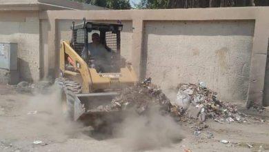 صورة رفع ٣٢ طن أتربة ومخلفات صلبة بمدينة القرنة في الأقصر