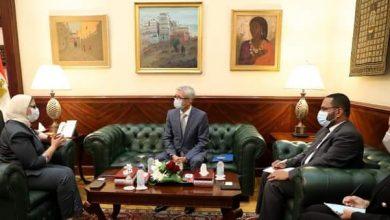 صورة وزيرة الصحة تستقبل الوزير المفوض بالسفارة الرومانية بالقاهرة لبحث تعزيز التعاون بين البلدين