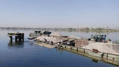 صورة غرق قاطرة نهرية محملة بالطين الأسواني