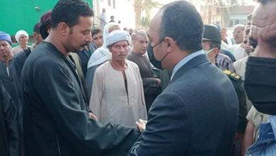 صورة نائب محافظ المنيا يشهد تشييع جثمان شهيد الواجب الوطني بمركز ملوي