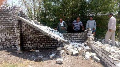 صورة إزالة لحالة تعدي بالبناء علي أرض زراعية بديرمواس