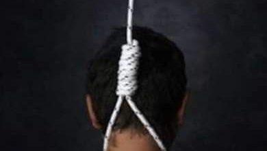 صورة انتحار عامل شنقا داخل صيدلية بالمحلة