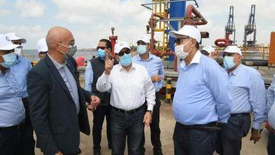 صورة وزير البترول يتابع سير العمل في توسعات مصفاة تكرير ميدور ومحطة ميدتاب بالإسكندرية