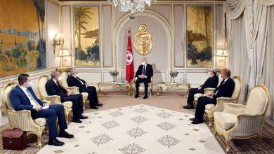 صورة رئيس الجمهورية التونسية يستقبل وزير الشؤون الخارجية والجالية الوطنية بالخارج الجزائري بقصر قرطاج
