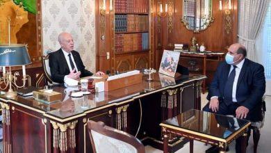 صورة رئيس الجمهورية التونسية يستقبل وزير التجارة وتنمية الصادرات بقصر قرطاج