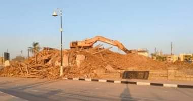 صورة إزالة قصر أندراوس التاريخى بالكامل بكورنيش مدينة الأقصر