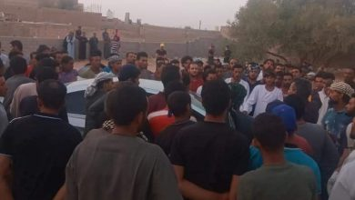 صورة تشيع جثمان الشاب عليو عبدالحميد الذي قتل علي يد مسلحين بليبيا بمسقط رأسه بفرشوط