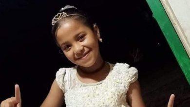 صورة حبس المتهم بقتل الطفلة ريتاج بعد تمثيل جريمته في قوص