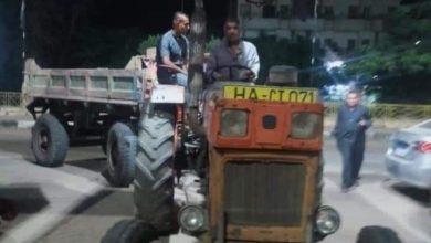 صورة مصادرة جرار زراعى يقوم بإلقاء مخلفات صلبة على الطريق العام بالدقهلية