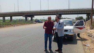 صورة رئيس مركز ومدينة ملوى يتفقد اعمال رصف طريق الديروطية بمركز ملوي