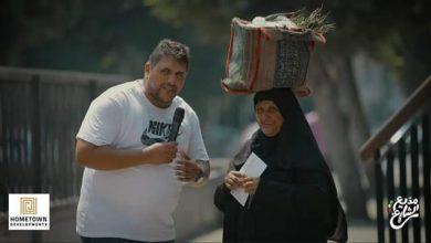 """صورة """"مذيع الشارع"""".. أيقونة إنسانية"""