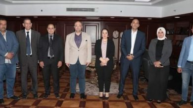 صورة محافظ بني سويف يناقش تفاصيل إقامة أول معرض للكتاب بالمحافظة بالتعاون مع الغرفة التجارية واتحاد الناشرين المصريين