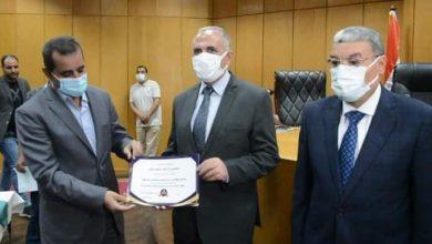 صورة وزير الرى ومحافظ المنيا يكرمان قيادات الرى بالمنيا ويشيدون بإنجازات الرى بالمحافظة