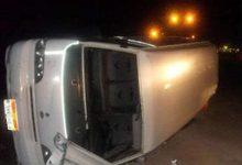 صورة مصرع 3 أشخاص وإصابة 11 في انقلاب ميكروباص على طريق الداخلة شرق العوينات