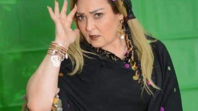"""صورة بعد تعرضها لأزمة صحية.. نهال عنبر تنشر صوراً لها من مسرحية """"زقاق المدق"""""""