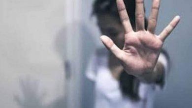صورة شابان يقومان بإغتصاب فتاة بمحافظة المنيا
