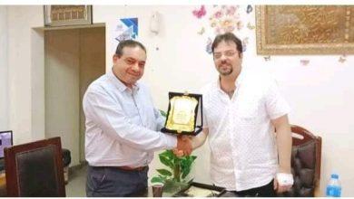 صورة الاتحاد الدولي للصحافة العربية يكريم الدكتور وليد أبو الخير بعد تطوير المستشفي التخصصي